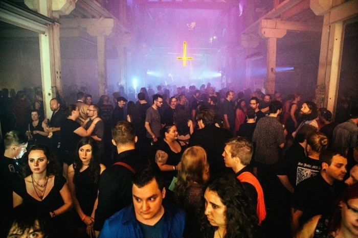 entramos-en-la-inauguracion-de-la-estatua-del-demonio-en-el-templo-satanico-de-detroit-666-body-image-1438070482-size_1000
