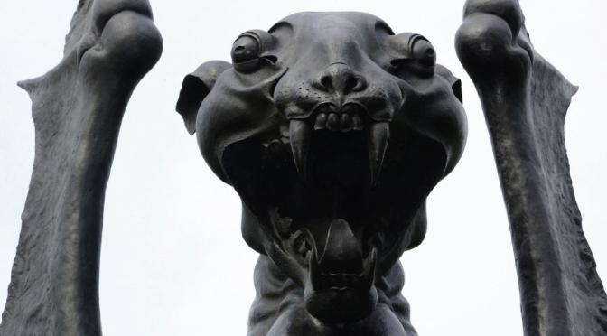 """""""La guardiana"""" la estatua demoníaca que 'protege' a Londres"""