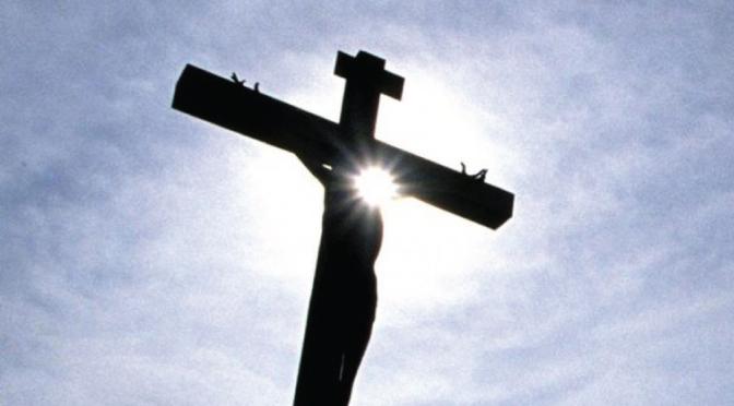 El Estado Islámico crucificó a un niño cristiano de 12 años tras cortarle los dedos