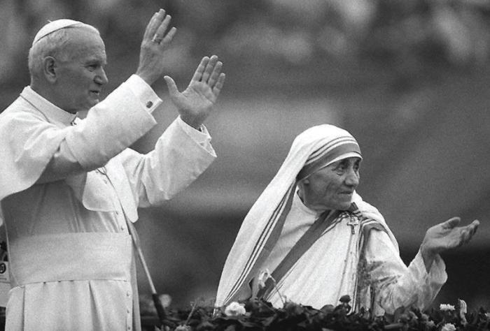Juan-Pablo-II-y-Teresa-de-Calcuta-1986