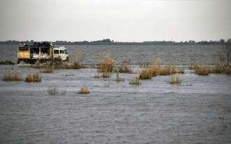 Melincue, 10 de Mayo de 2017 Por crecida de la Laguna en la Localidad de Melincue algunas casas fueron afectadas y la ruta 90 quedo tapada de agua.- Foto: JUAN JOSE GARCIA