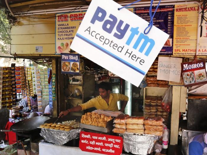 india sin dinero en efectivo