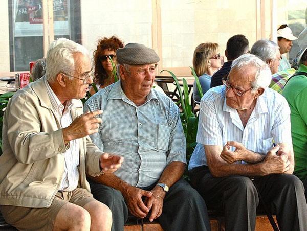 ancianos españa.jpg