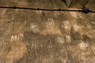 Marcas de uñas en las paredes de las cámaras de gas, Auschwitz.