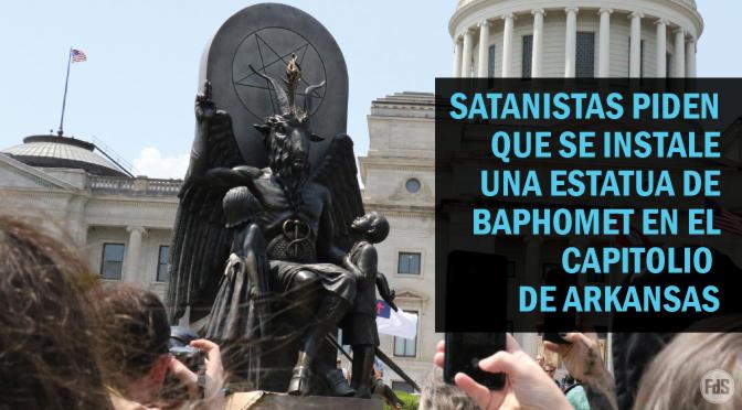 [EE.UU.] Satanistas transportan una estatua de Baphomet para un evento que llama a la igualdad después de la instalación de diez mandamientos en el Capitolio de Arkansas