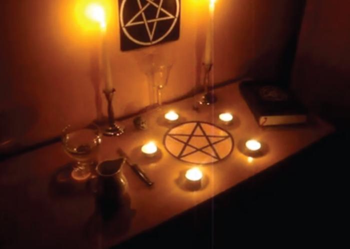 altar-diabolico-hecho-por-un-adolescente