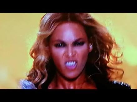Momento en que el espíritu demoníaco posee a Beyoncé